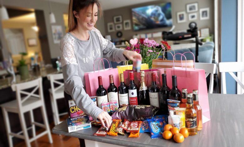 """Photo of أنت لست وحدك """"Alberta Wine Ninjas"""" مسلحين بأكياس الهدايا الرائعة إلي منزِلك"""