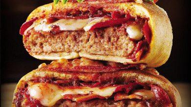 صورة عاد (بيتزا برجر) إلى قائمة الطعام في كندا وينقسم الناس حول ما إذا كان جيدًا بالفعل أم لا