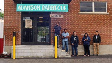 صورة بعد خبر تجاهل مطعم Adamson's Barbecue لأوامر الاغلاق صباح اليوم، تأتي الشرطة لتحسم الأمر